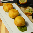Aloo Bread Bonda (Potato Bread Bonda Recipe)